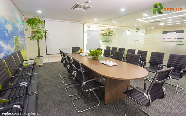 Meeting room at Pearl Plaza